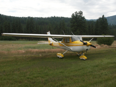 Cessna 150 taxiing